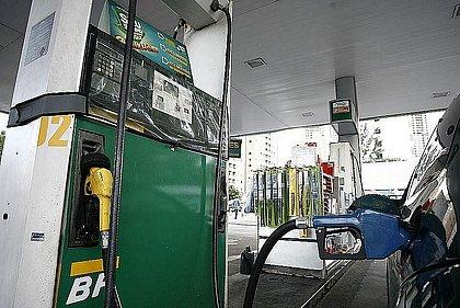 Preço médio da gasolina no dia 21 será de R$ 1,5432 na refinaria, diz Petrobras