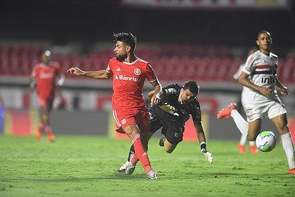 Yuri Alberto vira a cara no lance do quarto gol do Inter