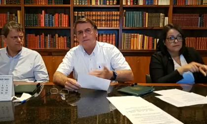 Em live, Bolsonaro promete mais 60 milhões de doses de vacina até abril