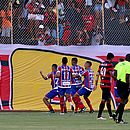 Vinícius comemorou o gol provocando a torcida do Vitória; rubro-negros culpam o meia pela confusão