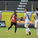 Chiquinho comemora o primeiro gol do Vitória, marcado por ele
