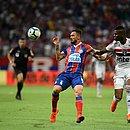 Gilberto é marcado por Arboleda em lance na Fonte Nova