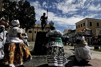 12ª lavagem da estátua de Zumbi faz ato contra o genocídio de pessoas negras