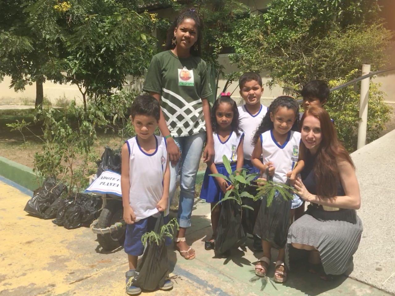 Crianças de creches de Teofilândia aprenderam sobre cuidados com meio ambiente e adotaram plantas