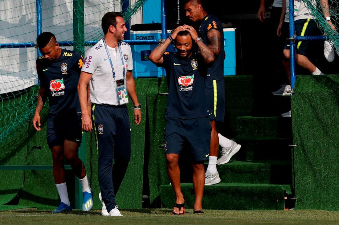 96ad7c643 Seleção treina com Danilo em campo e Douglas Costa com bola - Jornal  CORREIO