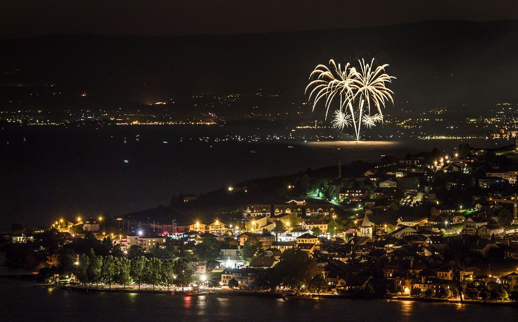 Lago de Genebra no dia nacional da Suíça.