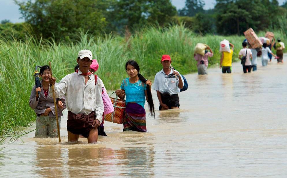 Estrada alagada no município de Bago em Taungnu. Mais de 63.000 pessoas desta região foram afetadas pelas chuvas.