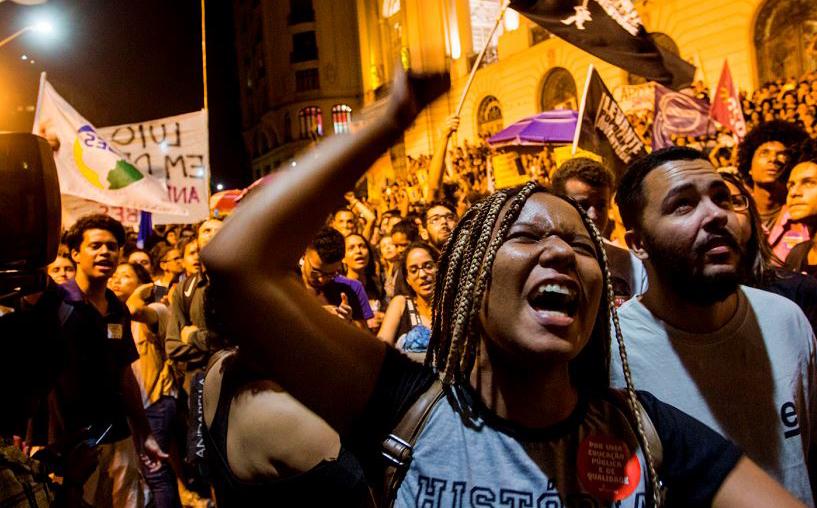 Protestos contra o governo brasileiro, no Rio de Janeiro, após um grande incêndio que destruiu o Museu Nacional. O edifício majestoso foi tragado pelas chamas.