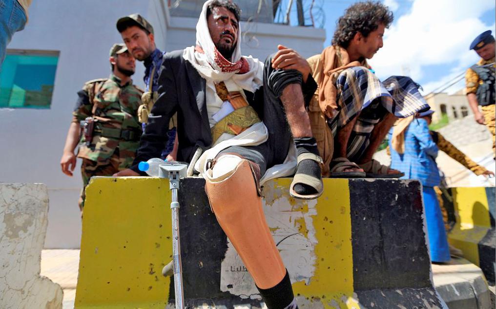 Combatentes feridos do Iêmen reivindicam o direito de viajar ao exterior para tratamentos.