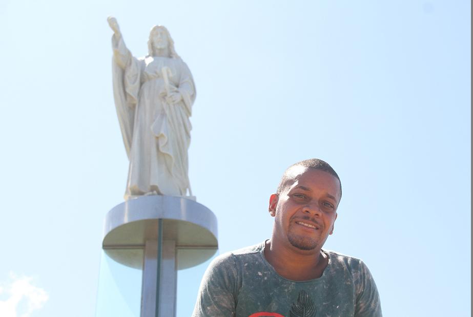 O assistente-administrativo Vailton Santos promete arranjar mais tempo para visitar o local