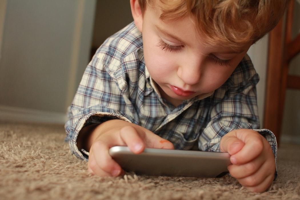 Conheça canais de YouTube confiáveis para as crianças