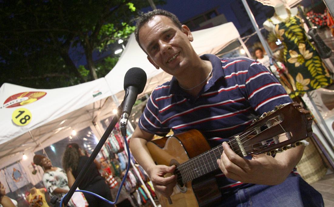 Músico Marcelo Cardoso se apresenta na Feira da CultuArte