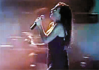 Ivete Sangalo subiu no palco do Festival de Verão na sua primeira edição, em 1999. Vocalista da banda Eva, na época, a cantora agitou o público baiano ao som de sucessos como De Ladinho.