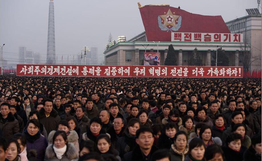 Saudação ao ano novo na Praça Kim Il Sung, em Pyongyang.