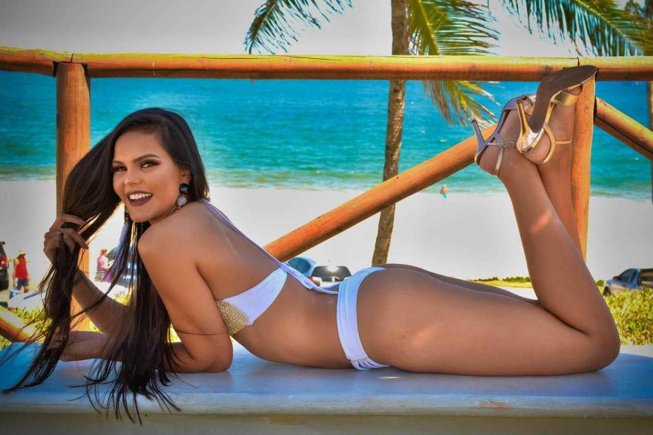 Iasmin Oliveira, 20 anos, 1,78 m