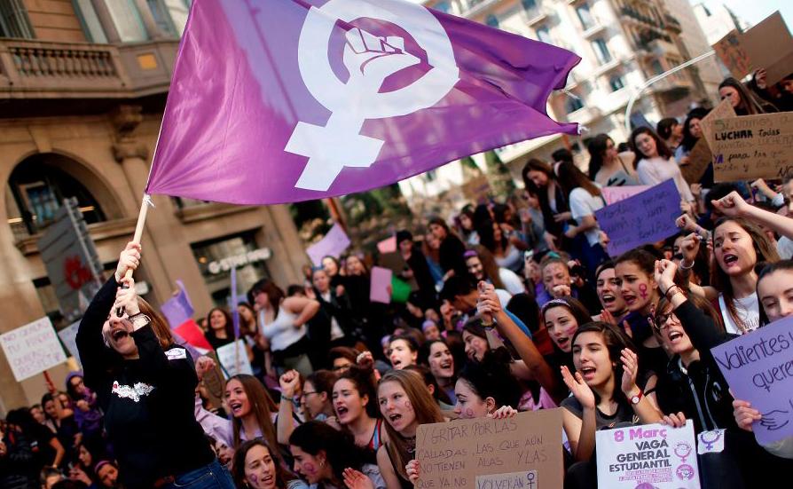 Em Barcelona as mulheres interromperam o trabalho e as aulas por duas horas.
