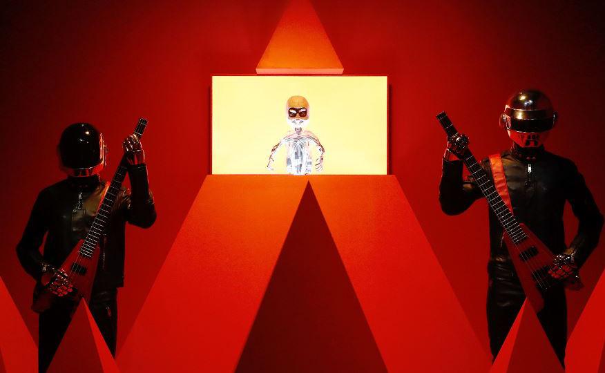 """Daft Punk Technologic Redux é exibido na exposição """"de Kraftwerk ao Daftpunk"""" na Philarmonie em Paris."""