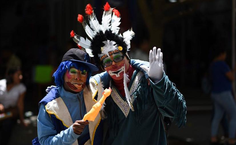 Dia nacional do palhaço, no centro da cidade da Guatemala.