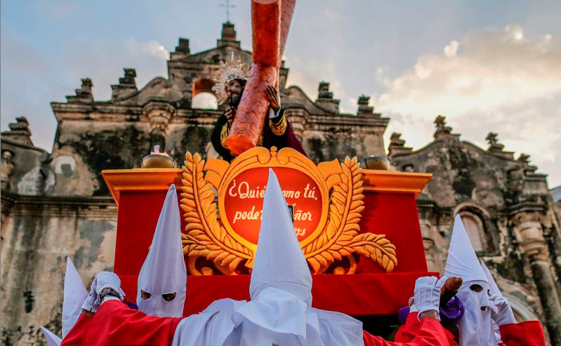 """Procissão de """"Jesus de grande potência"""" durante a semana Santa, na Igreja de La Merced em Granada, a cerca de 48 quilómetros de Manágua, na Nicarágua."""