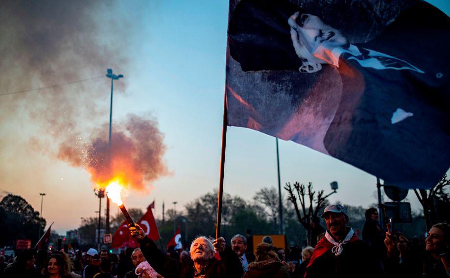 Comício dos apoiadores  de Mustafa Kemal Ataturk do partido CHP, o principal partido da oposição da Turquia, em Istambul.