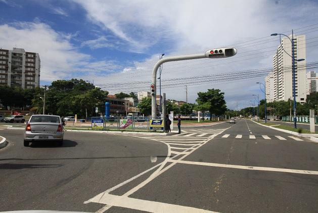 Avenida Jorge Amado, no Imbuí