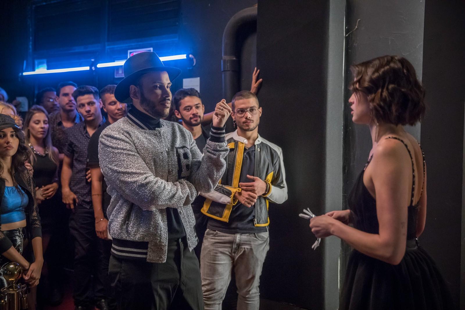 Hugo Gloss zomba da carreira frustrada de digital influencer de Josiane (Agatha Moreira), em 'A Dona do Pedaço'