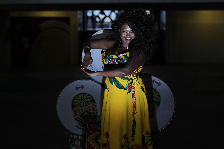 Carla Dandara Nascimento Pereira: 26, arte educadora. É hereditário, desde sempre quis estar aqui. A fé move montanhas. @dandyn2