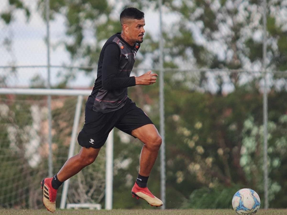 Rafael Bastos volta a disputar o Campeonato Baiano após 10 anos rodando por Brasil e exterior