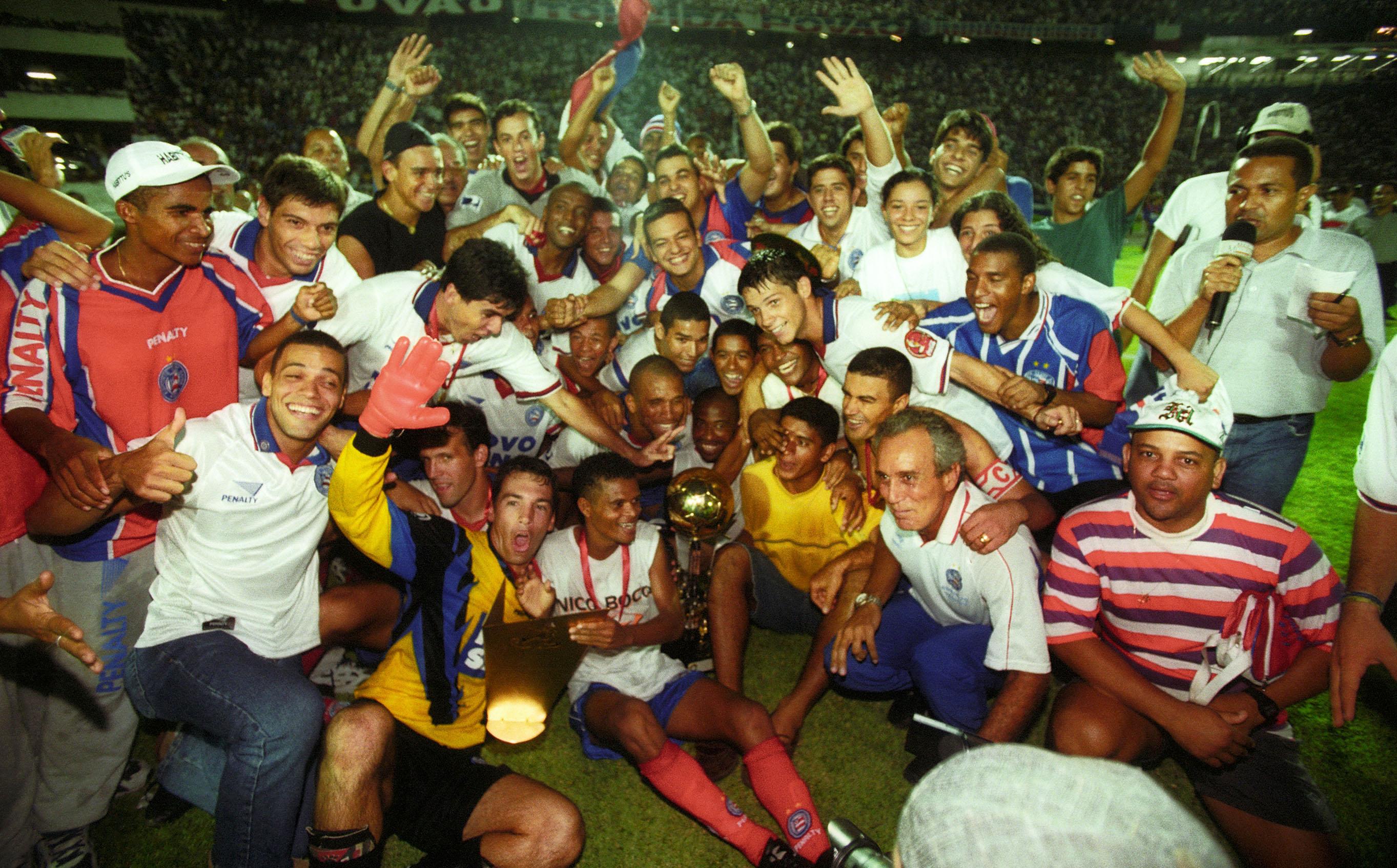 Evaristo de Macedo foi o técnico que levou o Bahia ao seu primeiro título como campeão da Copa Nordeste em 2001, com o placar de 3x1 sobre o Sport.