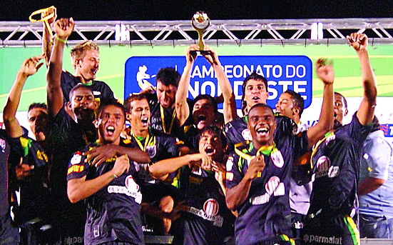 Sob o comando de Ricardo Silva, o Vitória retoma a taça em 2010 ao ganhar do ABC por 2x1