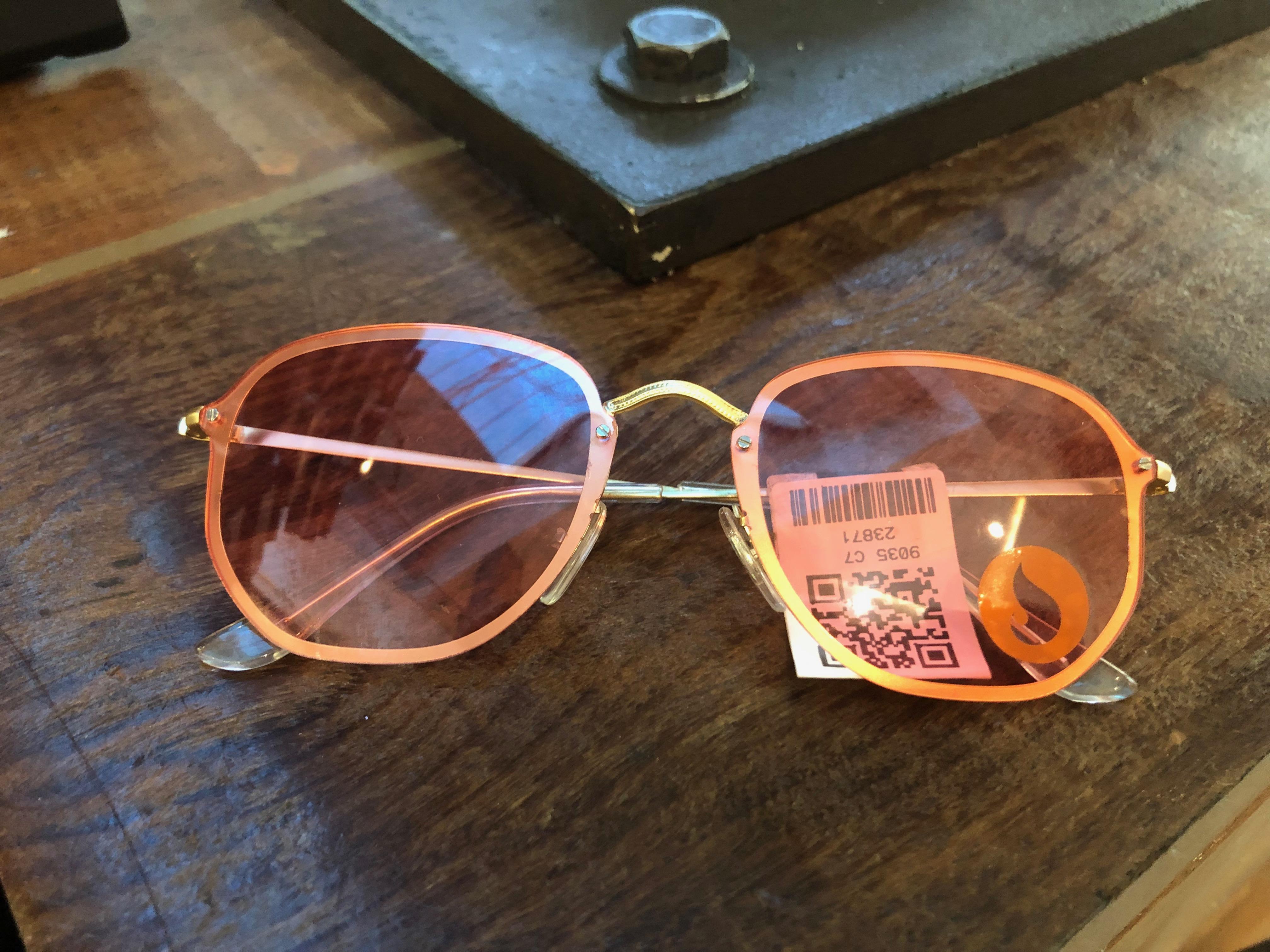 Óculos rosa (Fuel - Salvador Shopping) de R$ 99,9 por R$ 49,95 (50%)