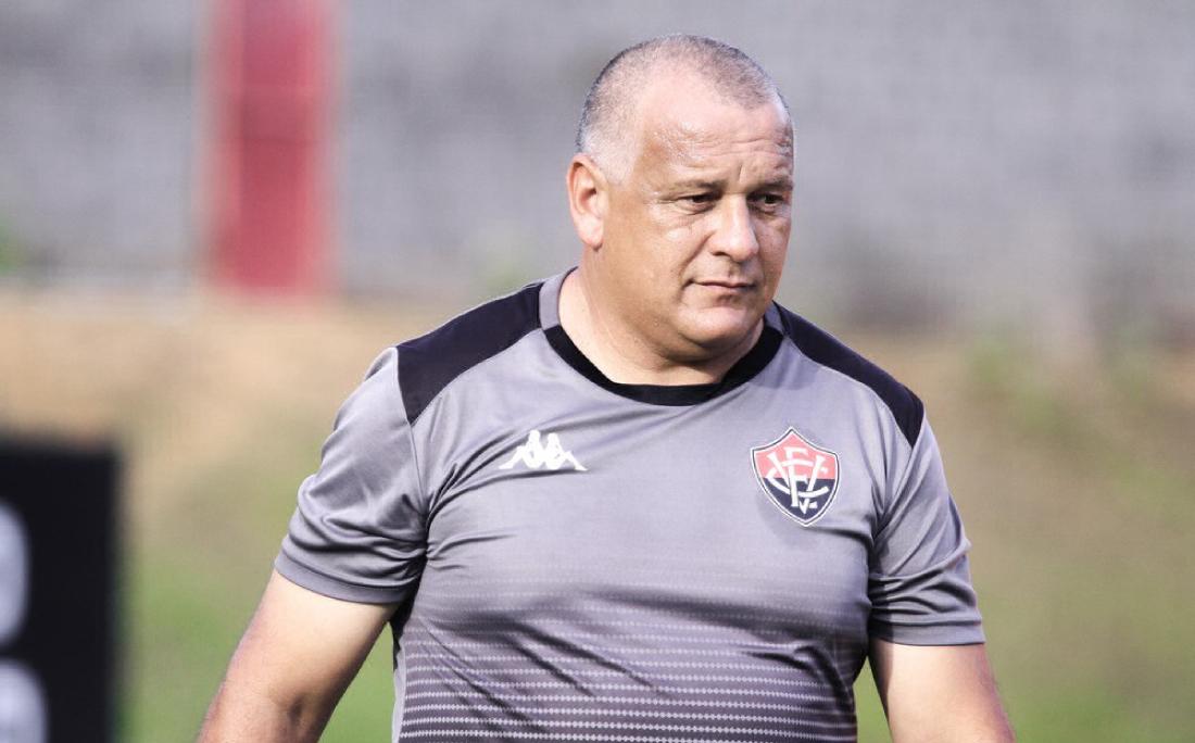 Técnico Agnaldo Liz foi demitido do Vitória após paralisação do Campeonato Baiano
