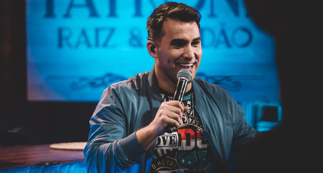 Tayrone regravou alguns sucessos da música sertaneja