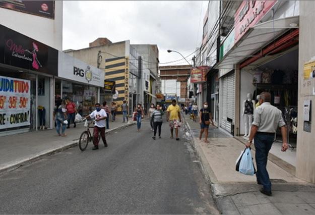 Lojas chegaram a funcionar na manhã dessa segunda (6) em Conquista