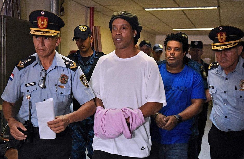 Ronaldinho e Assis foram presos ao entrar no Paraguai com passaportes falsos