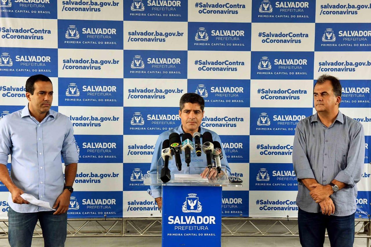 Prefeito ACM Neto, vice Bruno Reis e titular da Semob, Fábio Mota, anunciaram as medidas para o setor de transportes de Salvador