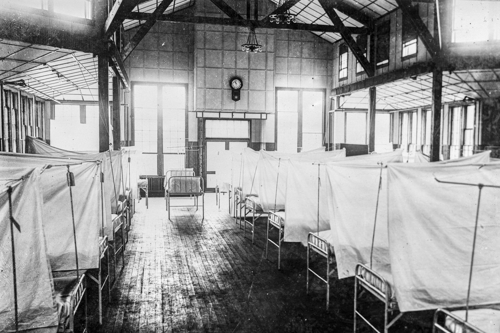 Interior de um hospital da Cruz Vermelha durante gripe espanhola em New Haven, Connecticut, Estados Unidos