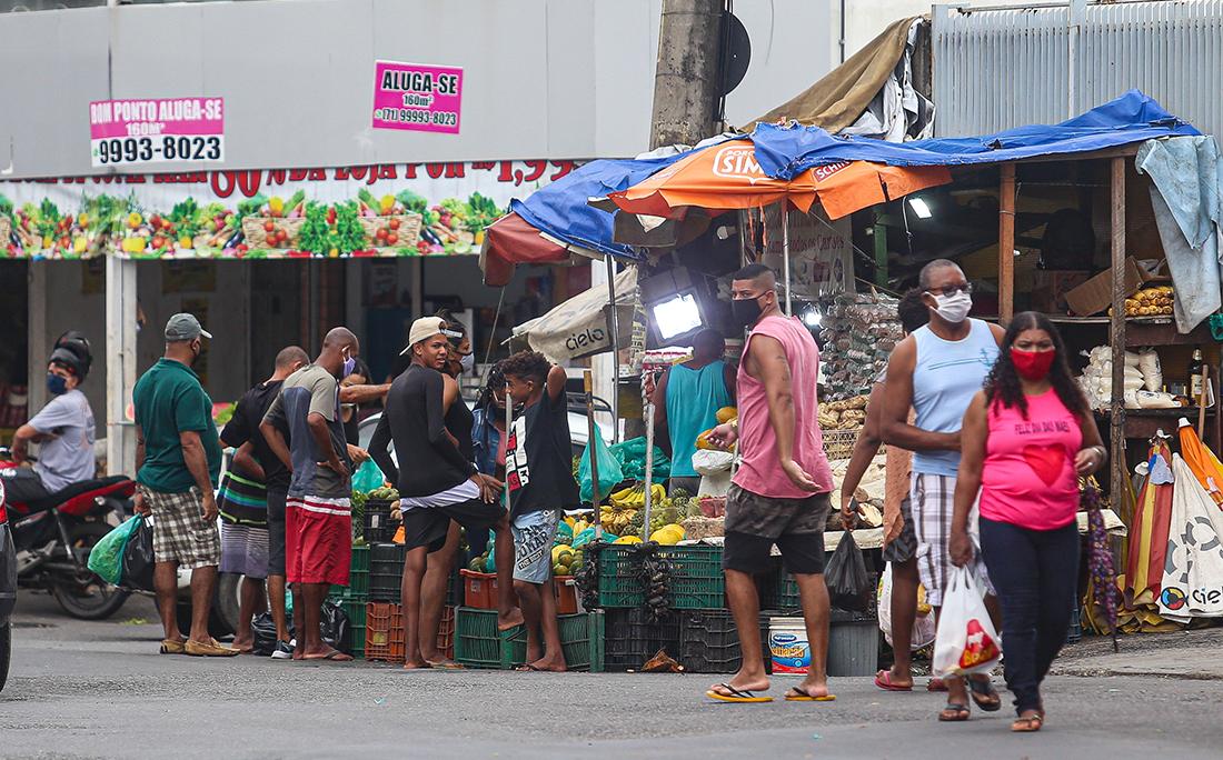 No bairro de Brotas, o segundo lugar com maior número de infectados pelo coronavírus em Salvador, os moradores têm encontrado maneiras de furar a quarentena.