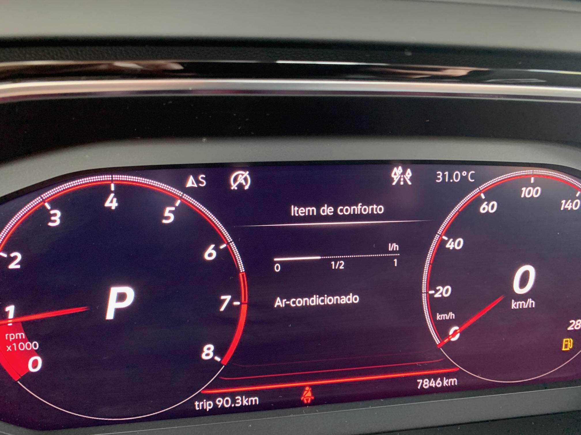 O ar-condicionado ligado consome, em média, 0,6 litro por hora