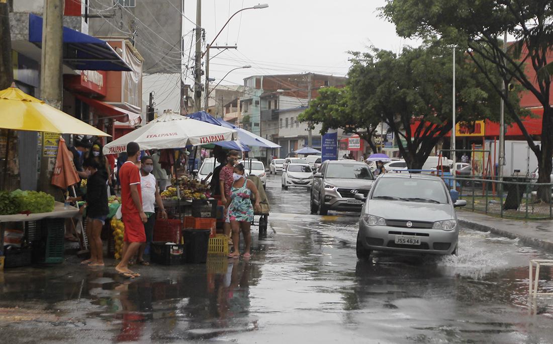 As medidas restritivas também foram encerradas na Boca do Rio e o movimento de carros e pessoas aumentou  novamente nas ruas do bairro.