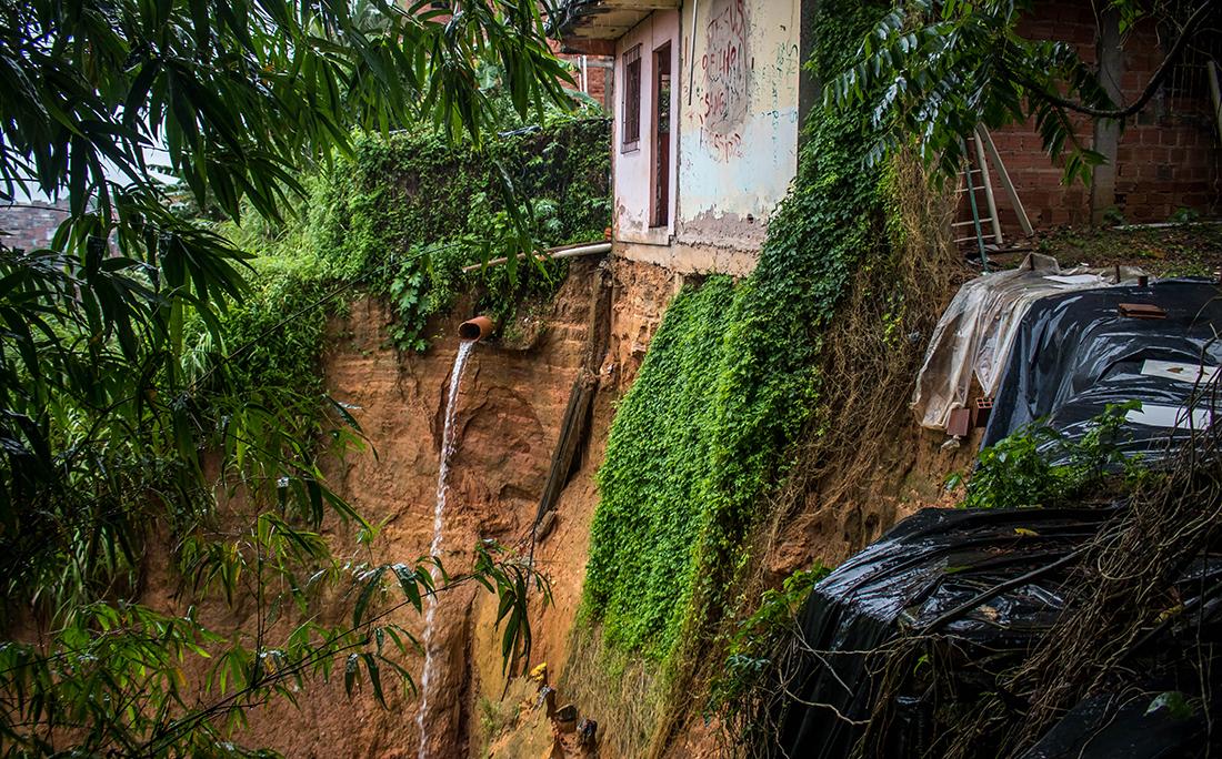 Em Sete de Abril, a terra não aguentou as fortes chuvas de hoje.