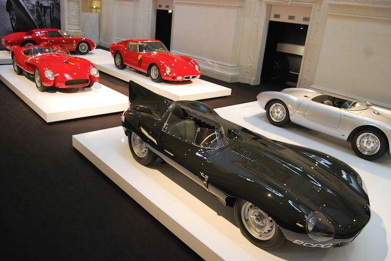 O estilista tem diversos raros carros da Ferrari, Jaguar e Mercedes