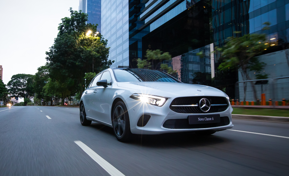 O Mercedes Classe A aceita comandos de voz para algumas funções, como o ajuste da temperatura e para abrir ou fechar persiana do teto-solar