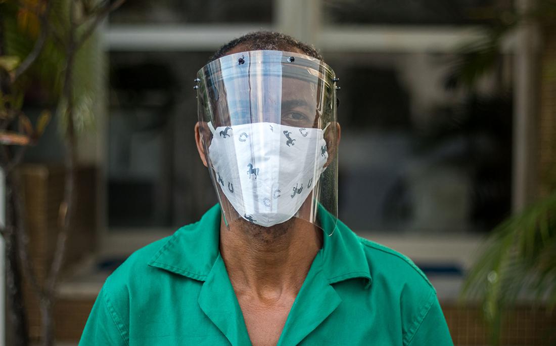 Ronaldo Alcântara reforçou a proteção com máscara de acrílico.