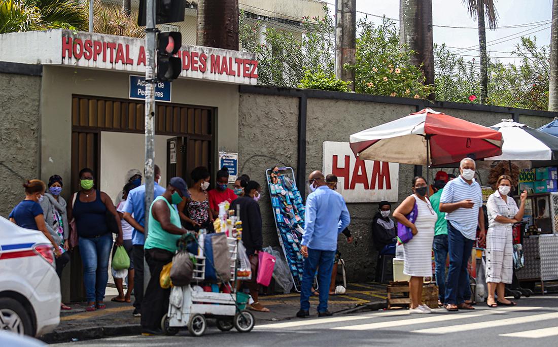Movimento grande também em frente ao Hospital Aristide Maltez.