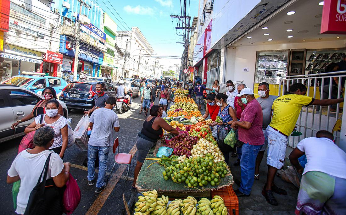 Ambulantes voltaram a atuar na Avenida Joana Angélica há algumas semanas.
