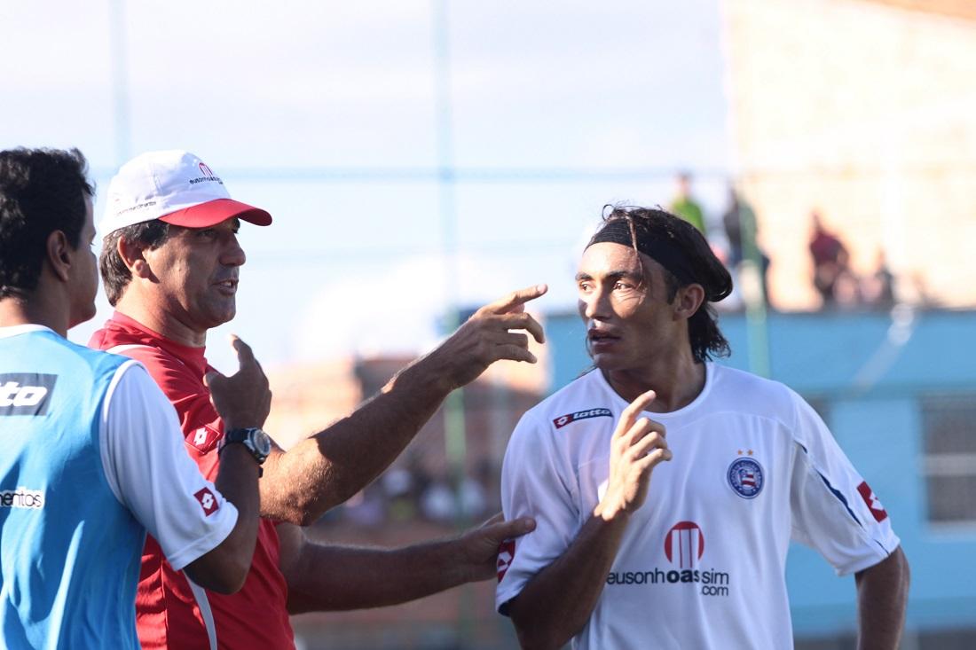 Elenco do Bahia no jogo do acesso contra a Portuguesa em 2010