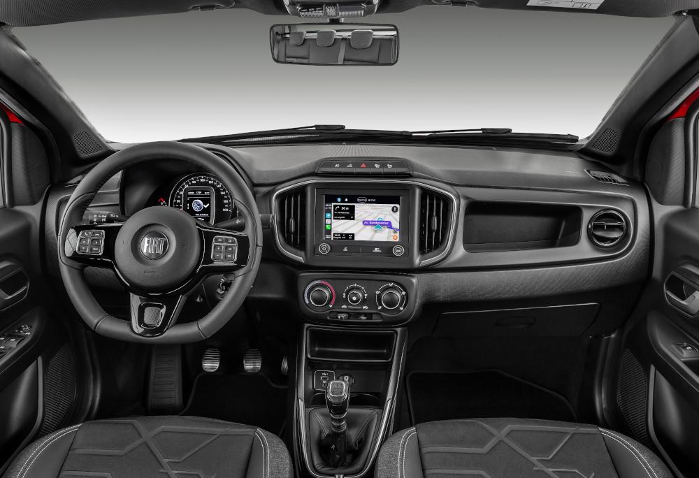 O interior da picape foi completamente renovado e tem quatro airbags