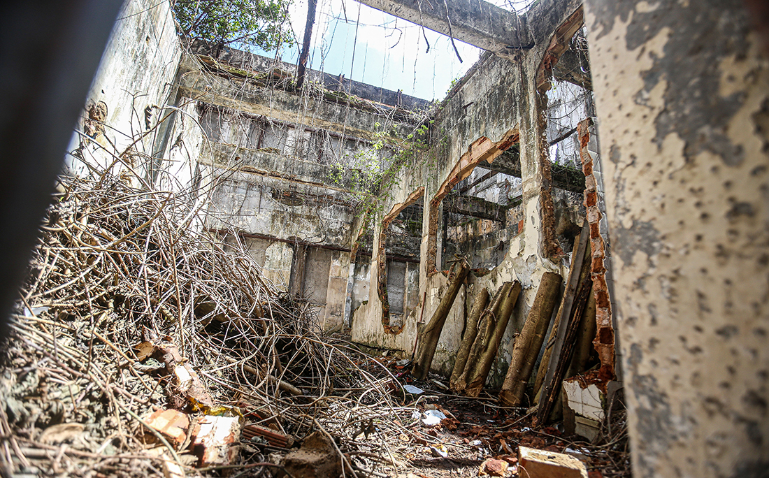 A demolição será realizada pelo proprietário por se tratar de um imóvel privado.