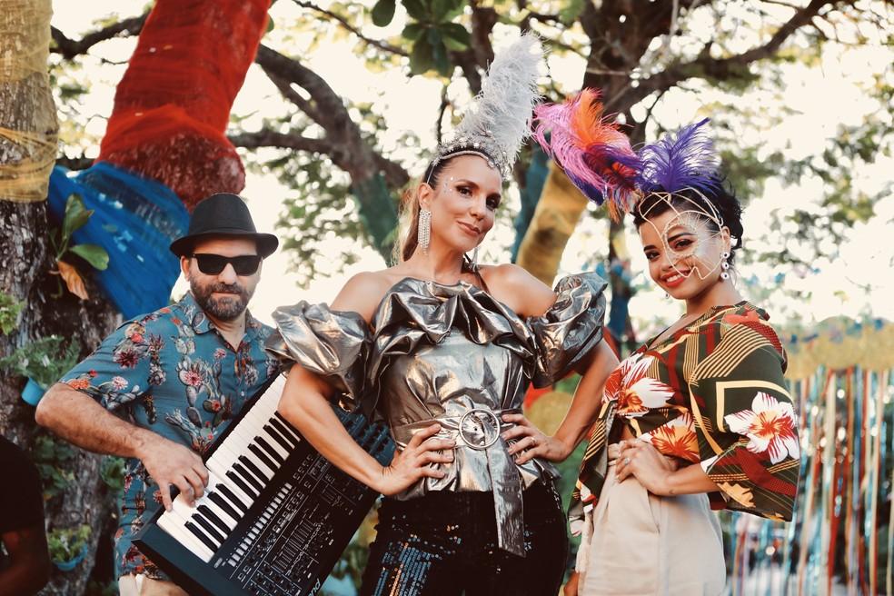 Radamés Venâncio, Ivete Sangalo e Camila Nunes na gravação do clipe O Mundo Vai